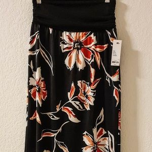 $36 NEW W/TAG WOMAN FLOWER SKIRT SIZE S